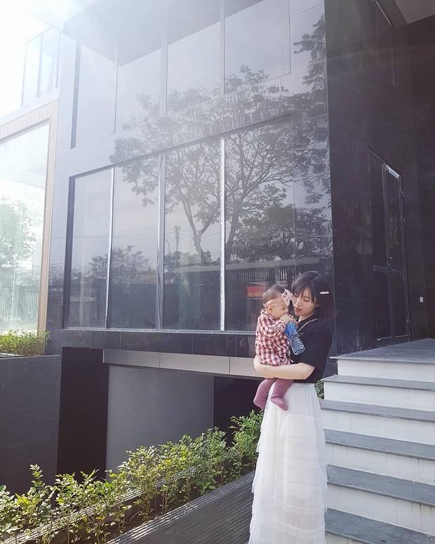 Soi từng góc trong biệt thự của hot girl Tú Linh MU, view nhìn từ cửa sổ đủ biết gia chủ nhiều tiền cỡ nào - Ảnh 2.