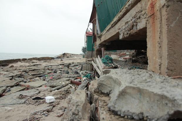 Cận cảnh bãi biển Nghệ An vẫn ngổn ngang trước mùa du lịch - Ảnh 6.