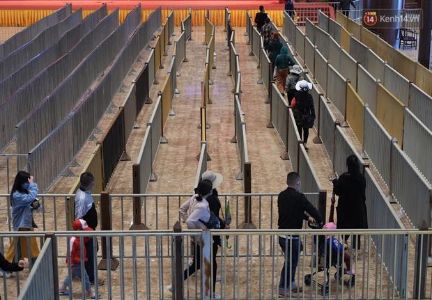 Chùm ảnh: Hơn một vạn người đội mưa về lễ chùa Tam Chúc  - Ảnh 6.