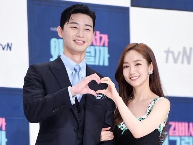 Mật báo Kbiz: Song Hye Kyo cặp kè đại gia Hong Kong, Park Seo Joon yêu nữ thần Hậu Duệ Mặt Trời, bóc cả list nhóm nhạc bắt nạt - Ảnh 6.