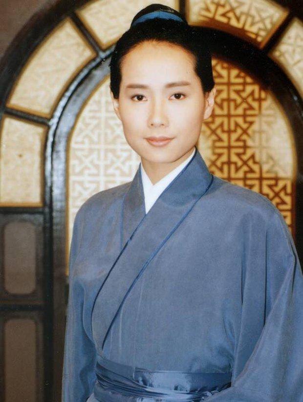 Diệp Đồng: Bạn giường màn ảnh của Trương Quốc Vinh lụi tàn nhan sắc ở tuổi xế chiều - Ảnh 6.
