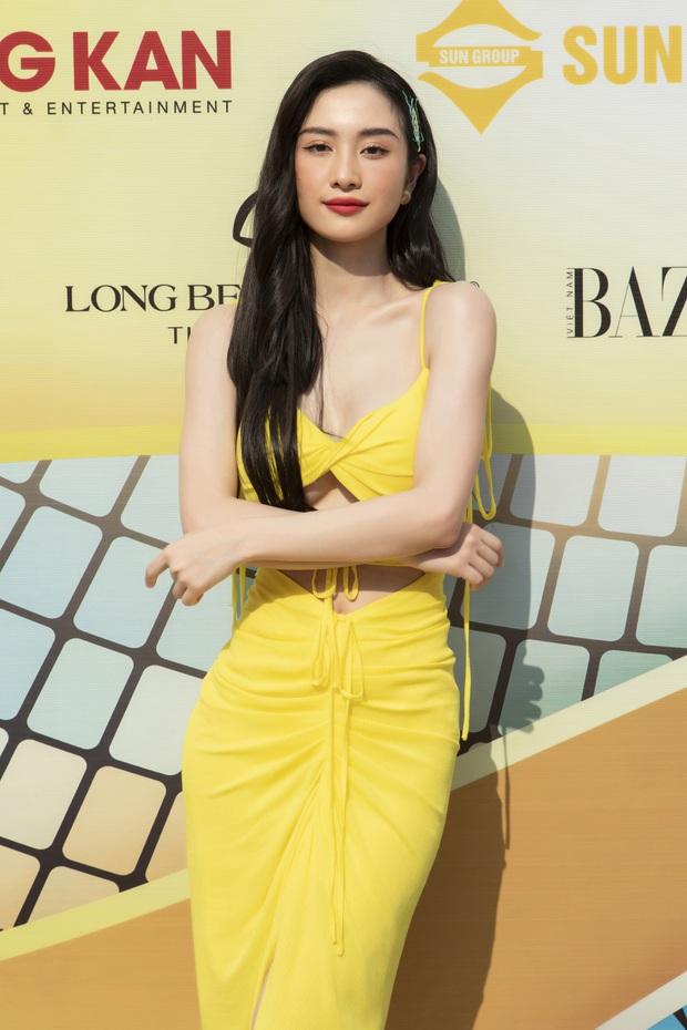 Lâu lâu mới có sự kiện thời trang nên khách mời thi nhau hở bạo, choáng nhất là độ bạo liệt của dàn Hoa - Á hậu - Ảnh 13.