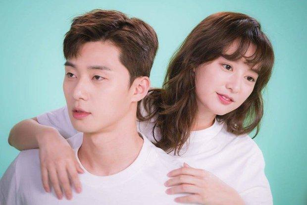 Mật báo Kbiz: Song Hye Kyo cặp kè đại gia Hong Kong, Park Seo Joon yêu nữ thần Hậu Duệ Mặt Trời, bóc cả list nhóm nhạc bắt nạt - Ảnh 5.