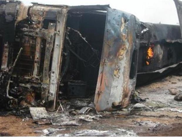 Xe tải hỏng phanh gây tai nạn giao thông nghiêm trọng, ít nhất 25 người thiệt mạng - Ảnh 1.
