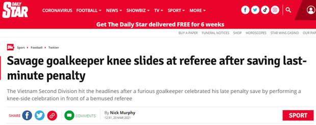 Báo chí quốc tế ngỡ ngàng với pha ăn mừng trêu ngươi trọng tài của thủ môn Việt Nam - Ảnh 2.
