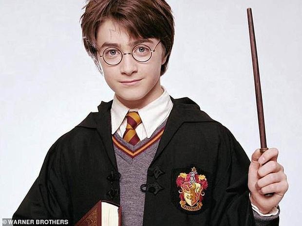 Sốc nặng màn tuột dốc nhan sắc của 2 nam thần Harry Potter - Draco Malfoy: Bên râu ria dừ chát, bên trán hói đến đáng thương - Ảnh 5.
