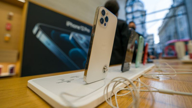 Bán iPhone không củ sạc, Apple bị Brazil phạt 2 triệu USD - Ảnh 1.