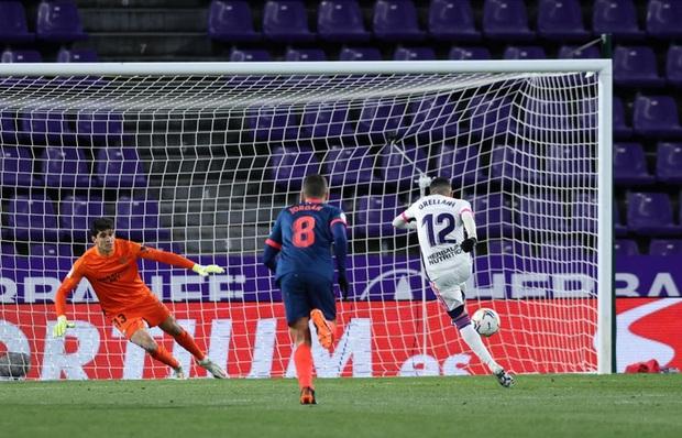 Thủ môn ghi bàn phút 90+4 đưa đội nhà trở về từ cõi chết - Ảnh 4.