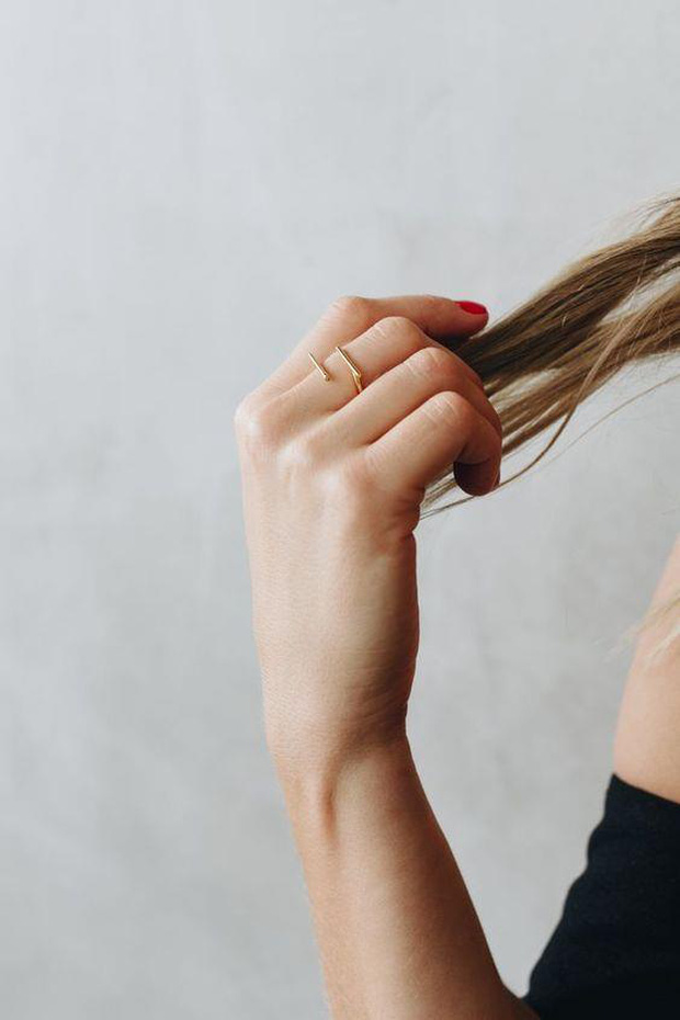 Tất tần tật những điều bạn cần biết về dầu gội khô nếu muốn giữ cho mái tóc luôn sạch bóng, không bị gãy rụng - Ảnh 5.