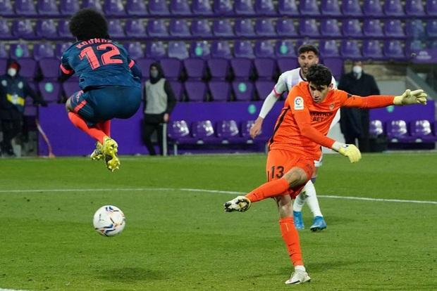 Thủ môn ghi bàn phút 90+4 đưa đội nhà trở về từ cõi chết - Ảnh 8.