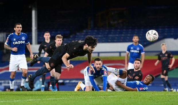 6 phút cuối ghi 2 bàn, Man City hạ Everton để giành vé Bán kết FA Cup - Ảnh 8.