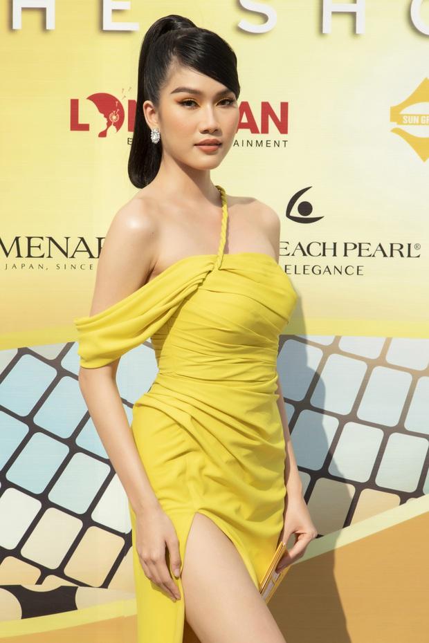 Lâu lâu mới có sự kiện thời trang nên khách mời thi nhau hở bạo, choáng nhất là độ bạo liệt của dàn Hoa - Á hậu - Ảnh 8.