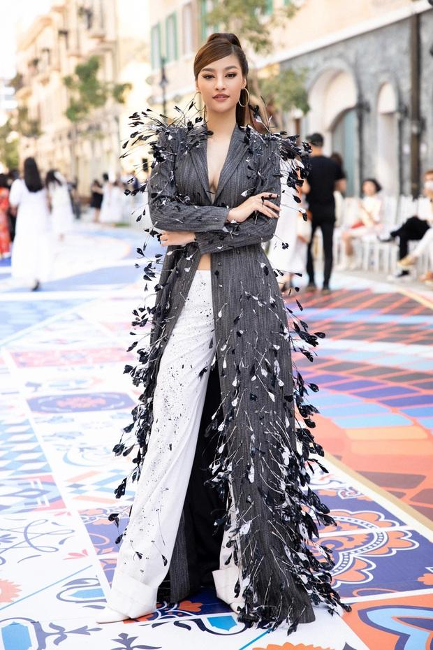 Lâu lâu mới có sự kiện thời trang nên khách mời thi nhau hở bạo, choáng nhất là độ bạo liệt của dàn Hoa - Á hậu - Ảnh 10.