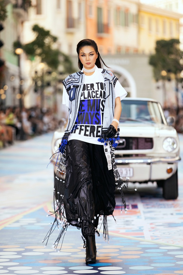 Đại chiến sao Vbiz và team qua đường tại Fashion Voyage: Ngọc Trinh - Thanh Hằng body đỉnh cao, Vũ Khắc Tiệp bị dìm thảm hại - Ảnh 4.