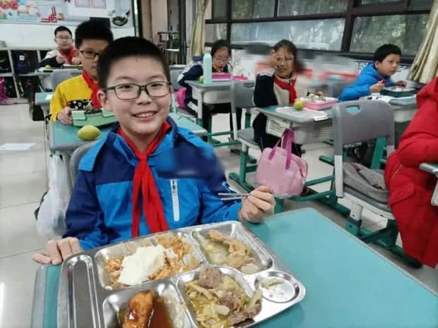 Con trai 12 tuổi thường xuyên dậy sớm nấu ăn cho gia đình, bà mẹ phát hiện chỉ là ngụy trang, mục đích thực sự khiến ai nấy đều ớn - Ảnh 3.