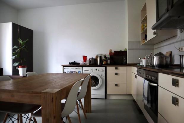 Chàng trai Việt tự tay cải tạo lại căn bếp với chi phí 5 triệu đồng, chỉ thay đổi vài chi tiết mà không gian khác hẳn - Ảnh 3.