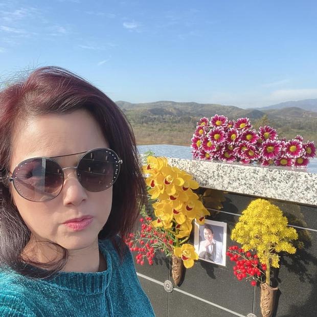 Thúy Nga tiết lộ bà xã Bé Heo mỗi ngày đều đi thăm mộ cố NS Chí Tài, kể điều đặc biệt về người quá cố khiến ai nghe cũng xúc động - Ảnh 7.