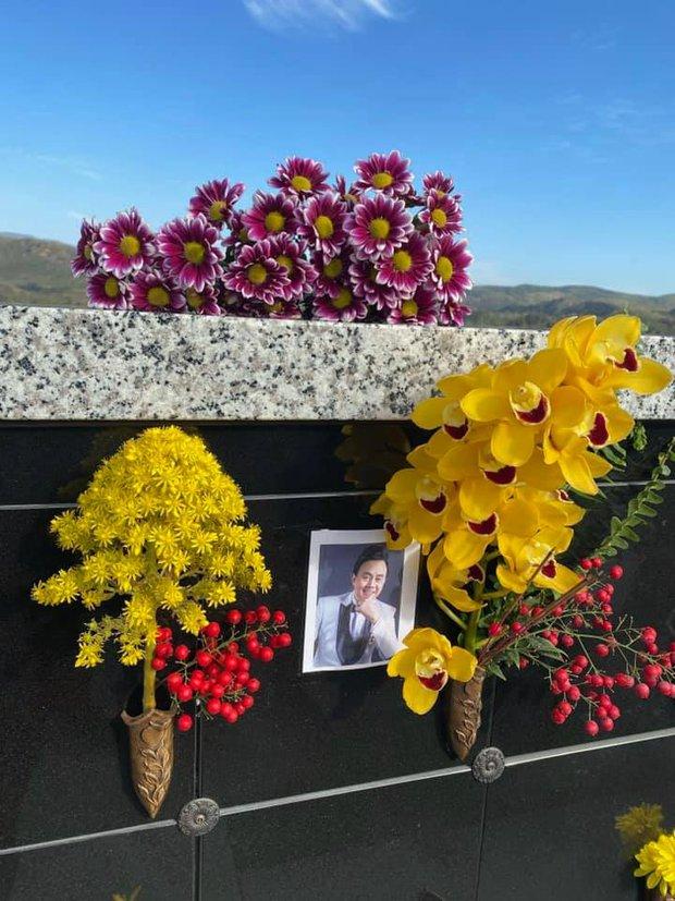 Thúy Nga tiết lộ bà xã Bé Heo mỗi ngày đều đi thăm mộ cố NS Chí Tài, kể điều đặc biệt về người quá cố khiến ai nghe cũng xúc động - Ảnh 4.