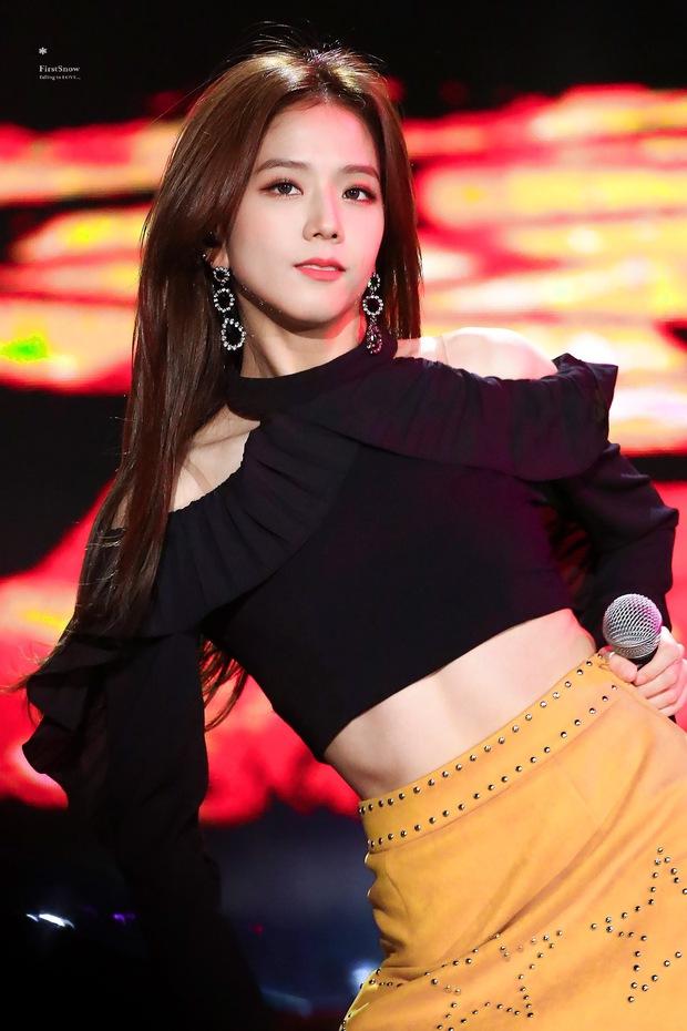 Sân khấu huyền thoại của Jisoo (BLACKPINK): Visual long lanh như nữ thần nhưng Knet chỉ dán mắt vào cơ bụng cực mlem - Ảnh 5.