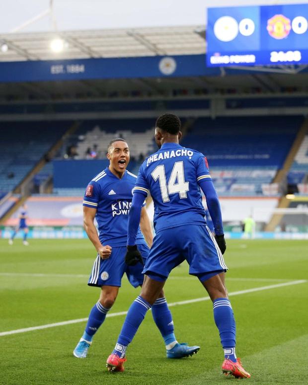 MU đứt chuỗi 29 trận bất bại sân khách, chia tay FA Cup sau thất bại thảm hại trước Leicester - Ảnh 2.