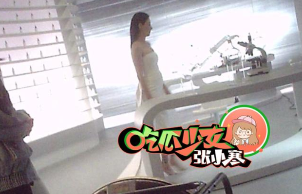Ảnh hậu trường tiết lộ body thực tế của Trương Bá Chi, tin đồn mang thai lần 4 với Tạ Đình Phong là thật? - Ảnh 4.