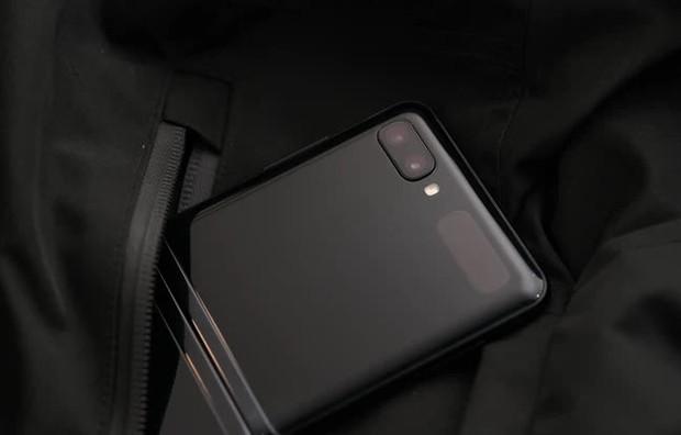 Ác ma của Penthouse Ju Dan Tae sắp ăn cơm tù vì để chuông điện thoại vang 7749 mét, nhưng smartphone gì mà pro thế này? - Ảnh 4.