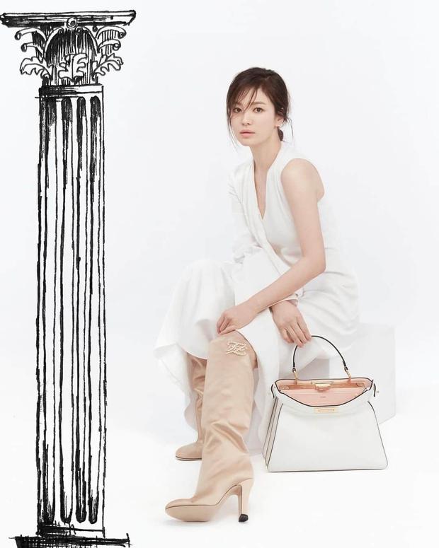 Triệu Vy lại bị Song Hye Kyo lấn lướt khi đụng nguyên cả cây hàng hiệu, từ nhan sắc đến vóc dáng đều gây thất vọng - Ảnh 4.