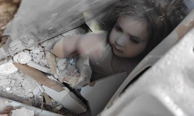 Người cha nghẹn ngào ôm hôn con gái sống sót thần kỳ sau 91 giờ bị vùi lấp bởi trận động đất từng gây bão MXH giờ có cuộc sống khác xưa - Ảnh 2.