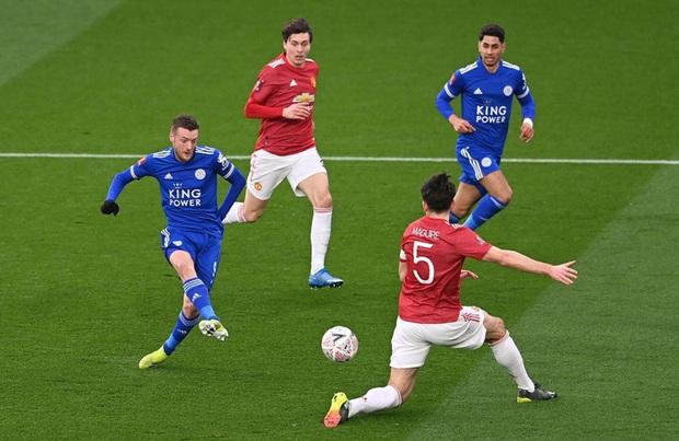 MU đứt chuỗi 29 trận bất bại sân khách, chia tay FA Cup sau thất bại thảm hại trước Leicester - Ảnh 4.