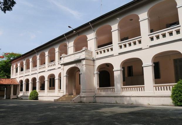 Một trường cấp 3 ở TP. HCM có tên là Luôn Hạnh Phúc, view sống ảo siêu đẹp, nhiều ngôi sao nổi tiếng từng theo học nơi đây - Ảnh 4.