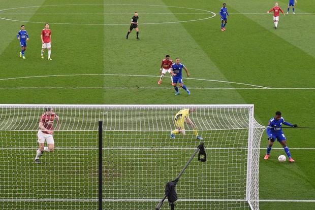 MU đứt chuỗi 29 trận bất bại sân khách, chia tay FA Cup sau thất bại thảm hại trước Leicester - Ảnh 5.