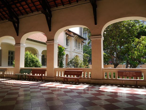 Một trường cấp 3 ở TP. HCM có tên là Luôn Hạnh Phúc, view sống ảo siêu đẹp, nhiều ngôi sao nổi tiếng từng theo học nơi đây - Ảnh 5.
