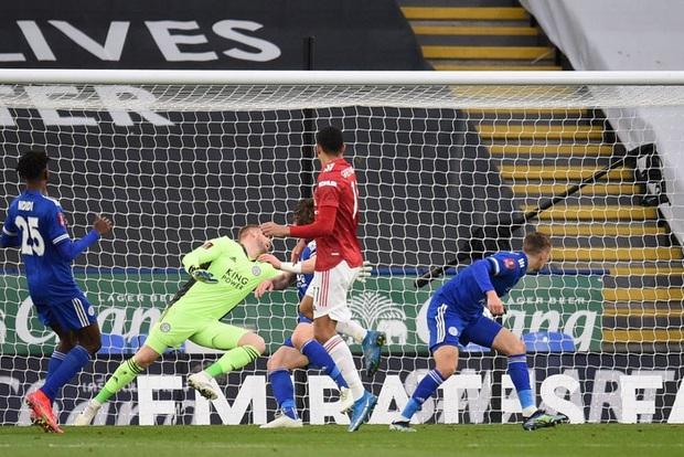 MU đứt chuỗi 29 trận bất bại sân khách, chia tay FA Cup sau thất bại thảm hại trước Leicester - Ảnh 6.