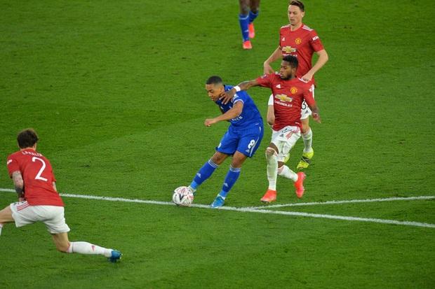 MU đứt chuỗi 29 trận bất bại sân khách, chia tay FA Cup sau thất bại thảm hại trước Leicester - Ảnh 7.