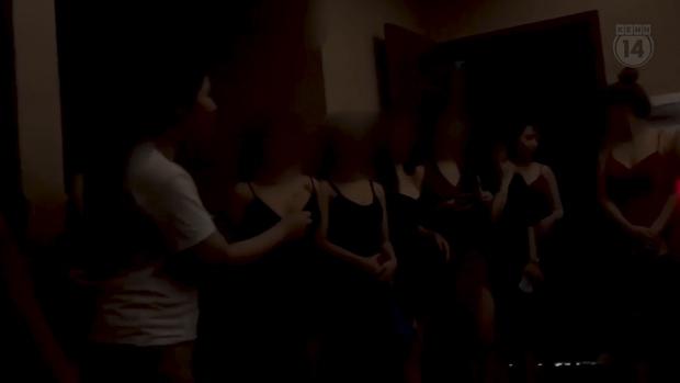 Thâm nhập thế giới massage sung sướng ở Hà Nội - Kỳ 2: Các nữ nhân viên khỏa thân bơi, nhảy và kích dục cho khách, giá cao nhất 10 triệu đồng - Ảnh 5.