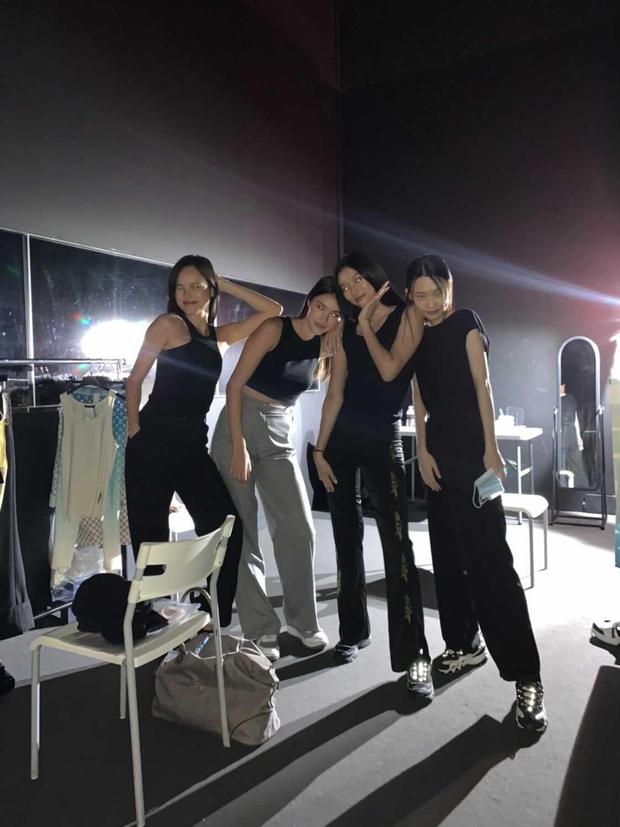 Phỏng vấn nóng Tuyết Lan ngay sau show Louis Vuitton: Nhiều mẫu đột ngột bị huỷ sát giờ, luyện tập cực căng trong 2 ngày trước show - Ảnh 3.