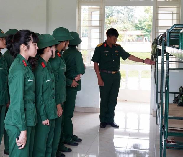 Khánh Vân tiết lộ Mũi trưởng Long là chú bé khóc nhè, gọi điện khóc lóc trong ngày dàn nữ chiến binh xuất ngũ - Ảnh 4.