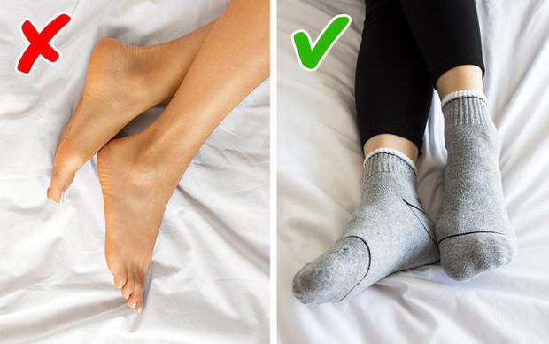 Lỡ thức giấc giữa đêm mà không tài nào ngủ trở lại, đây là những tip cực đơn giản bạn nên áp dụng để cứu lấy giấc ngủ của mình - Ảnh 4.