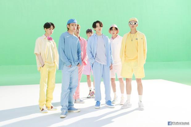 Knet hoang mang khi ITZY tung poster comeback trước cả tháng, chê JYP ám ảnh với thị trường Mỹ vì giờ phát hành bắt chước BTS, BLACKPINK - Ảnh 3.