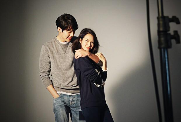 Kim Woo Bin - Shin Min Ah: Từng là kẻ bội bạc và tiểu tam tin đồn, 2 năm biến cố chấn động kết lại bằng chuyện tình diệu kỳ giữa showbiz - Ảnh 3.