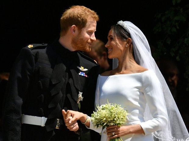 Bị tung bằng chứng, vợ chồng Meghan Markle cuối cùng đã thừa nhận mình nói sai sự thật về đám cưới trong phỏng vấn bom tấn vừa qua - Ảnh 1.