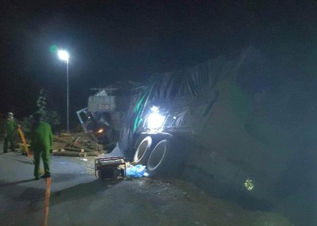 Ảnh: Hiện trường vụ tai nạn thảm khốc ở Thanh Hóa khiến 7 người tử vong - Ảnh 2.
