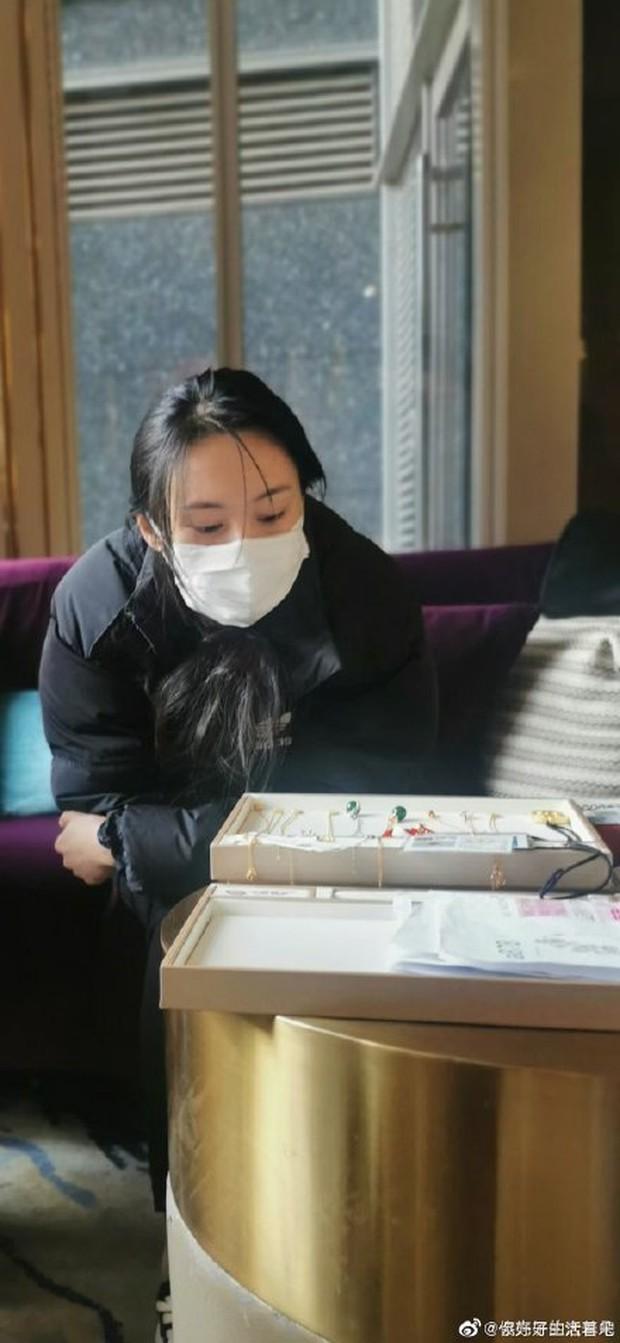 Diễn biến căng đét từ phiên toà của Trịnh Sảng: Nữ diễn viên cố tự tử 2 lần, nói dối quanh co, 2 con thấy mẹ liền khóc dữ dội - Ảnh 3.