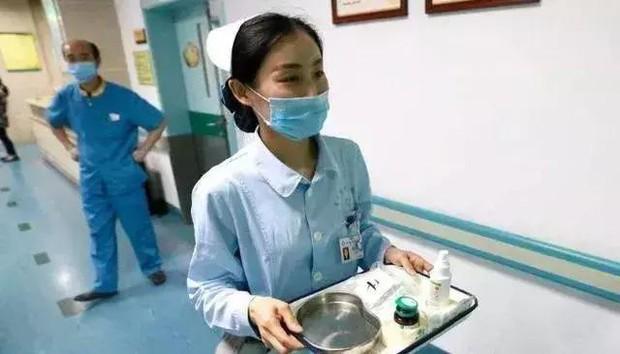 Người phụ nữ 36 tuổi bị vỡ mạch máu, thối nhiều lỗ lớn trên phổi, bác sĩ xót xa: Có nhiều bạn trẻ như thế - Ảnh 2.