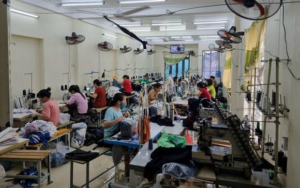 Đột kích xưởng may chỉ sản xuất hàng hiệu nổi tiếng thế giới ở Hưng Yên - Ảnh 1.