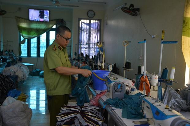 Đột kích xưởng may chỉ sản xuất hàng hiệu nổi tiếng thế giới ở Hưng Yên - Ảnh 2.