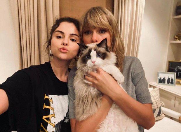 Hot rần rần màn đọ sắc của 2 huyền thoại 1 thời: Selena hack tuổi đỉnh cao, Taylor Swift nhan sắc lên hương rõ ràng - Ảnh 3.