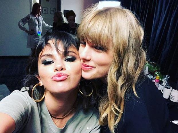 Hot rần rần màn đọ sắc của 2 huyền thoại 1 thời: Selena hack tuổi đỉnh cao, Taylor Swift nhan sắc lên hương rõ ràng - Ảnh 6.