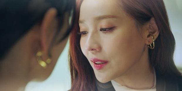 Netizen soi ra Oh Yoon Hee chỉ làm màu với smartphone của Samsung trong phim mà thôi, sau hậu trường là dính chặt iPhone ngay lập tức! - Ảnh 1.