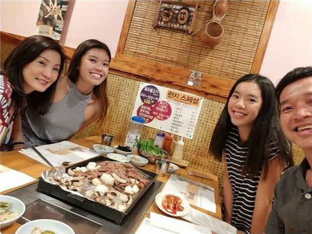 Hai cô con gái kín tiếng nhà Quang Minh - Hồng Đào: Xinh đẹp, chuẩn con nhà người ta với học lực cực đỉnh - Ảnh 1.
